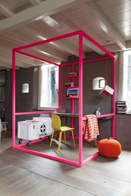 Neon cube used to define office space via Vwoten