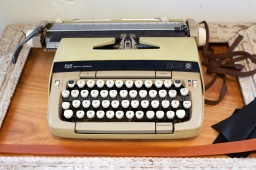 Miishka Handbags Studio - Typewriter