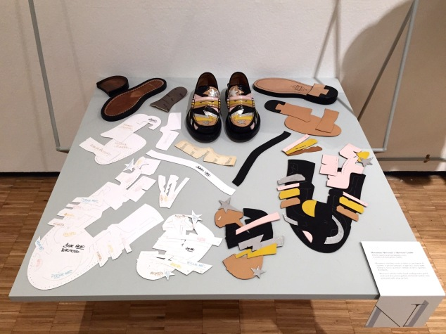 "Presentation of the ""construction"" process of a shoe."