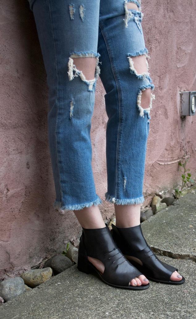re-souL_moma_back_zip_sandal